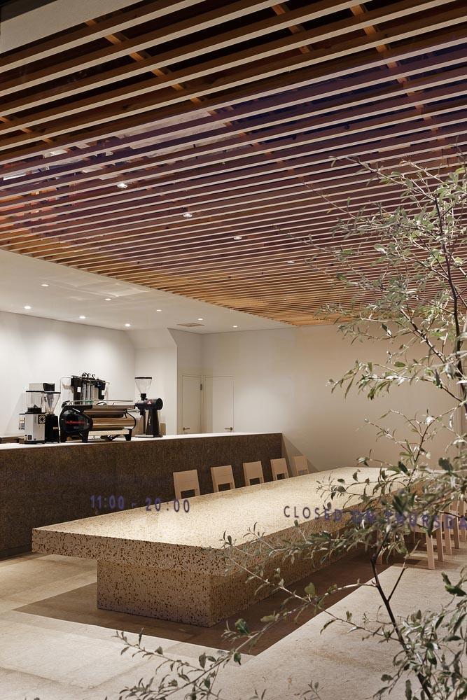 طراحی معماری داخلی کافی شاپی مدرن در ژاپن